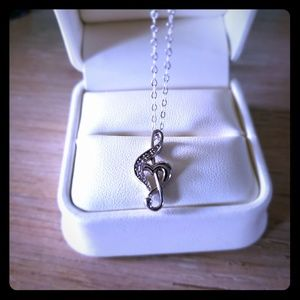 Jewelry - Sterling silver music necklace